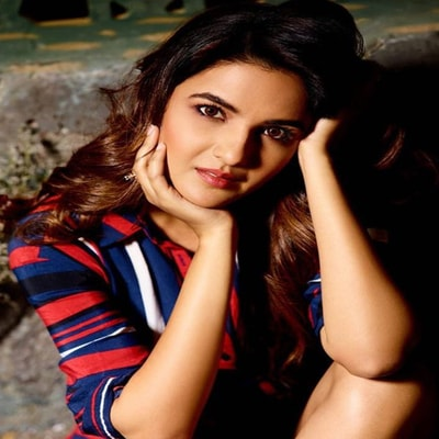 Jasmin Bhasin Biography, Family, Husband, Tv shows, Movies or More