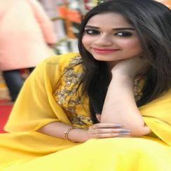 Celebrity Actress - Biography, Family, Age, Movies, Facts or More