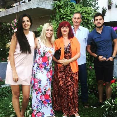natasha-stankovic-with-family
