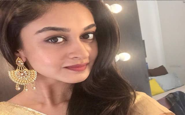 Aishwarya Arjun Biography, Family, Husband, Movies, Career & More