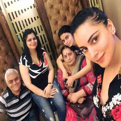 Shraddha Arya Family, Biography, Boyfriend, TV Shows, Movies or More