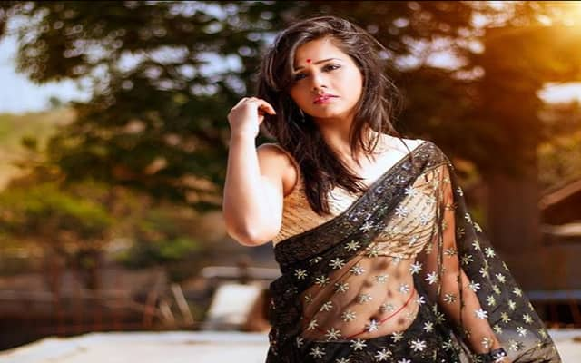 Dalljiet Kaur Biography, Family, Husband, TV Shows, Career & More