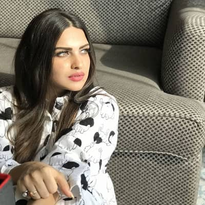 Himanshi Khurana Movies, Biography, Husband, Family, Songs & More