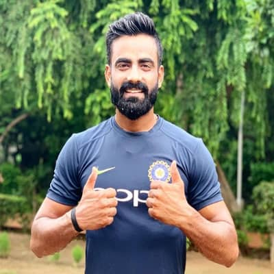 Kulwant Khejroliya Career, Wiki, Girlfriend, Family, IPL, Records & More