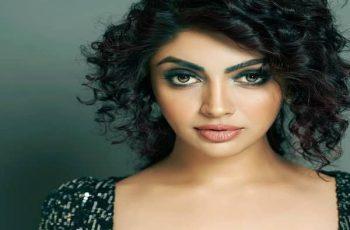 Akanksha Puri Biography, Family, Boyfriend, Movies, TV Shows & More