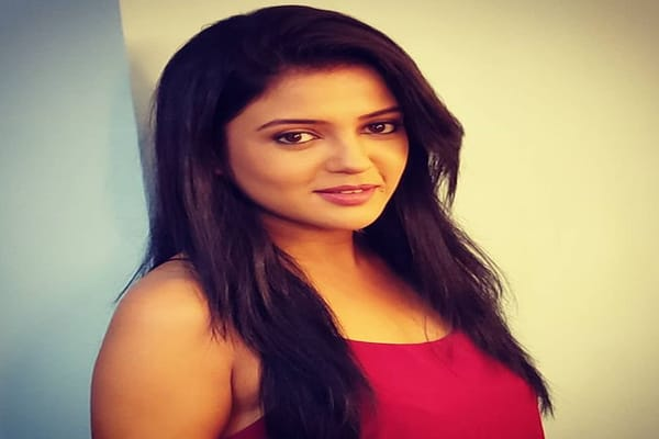 Gulki Joshi Biography, Family, Husband, TV Shows, Career & More