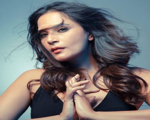 Richa Chadda Biography, Family, Boyfriend, Controversies, Movies & More